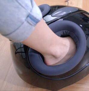 Een voetmassage toestel helpt bij het behandelen van reuma